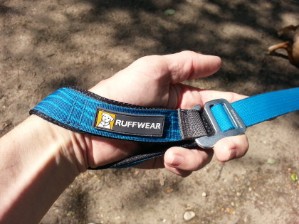 The Ruffwear Leash does not have a dedicated hand loop, you must move the Talon Hook toward the end to make a small loop for your hand.