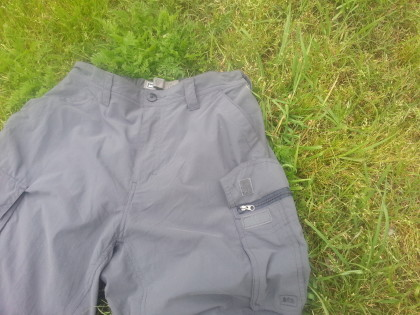 The left cargo pocket has a hidden zipper under the Velcro flap, but the right cargo pocket does not.